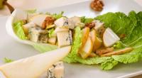 Салат з грушами і сиром рокфор