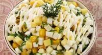 Салат з яйцями, зеленою цибулею і сиром