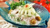 Салат з консервованою рибою і рисом