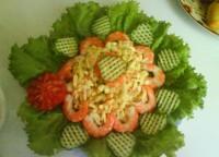 Салат з червоною ікрою і кальмарами