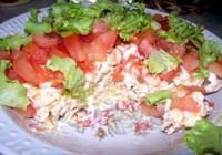 Салат з крекерами і помідорами «Момент»