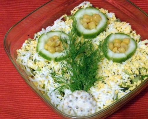 Салат з кукурудзою, крабовим м'ясом і ківі «Знайомство»