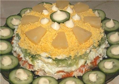Салат з куркою, ананасом і огірком «Ніжне хмара»