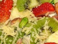 Салат з куркою і фруктами «Амур»