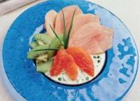 Салат з куркою і фруктами на апельсиновому соусі