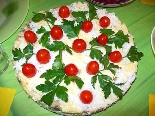 Салат з куркою і грибами «Курячий торт»