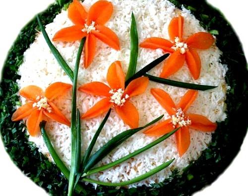 Салат з куркою і грибами «Нарциси»
