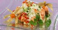 Салат з лососем і ананасовим соусом