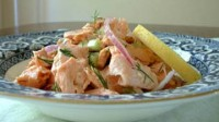Салат з лососем, селерою і каперсами