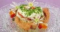 Салат з лососем в кунжуті