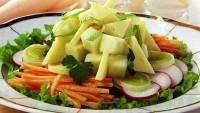 Салат з цибулею-пореєм, редискою і сиром