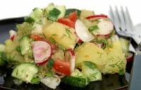 Салат з макаронами, помідорами і кабачками
