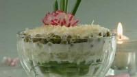 Салат з малосольними огірками та сиром
