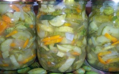 Салат з маринованими огірочками і овочами на зиму