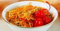 Салат з морквою і горіхами