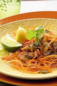 Салат з морквою і тунцем