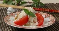 Салат з морською капустою і копченою рибою