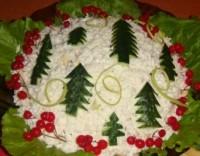 Салат з овочами, фруктами, грибами і куркою «Новорічна ялинка»