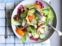 Салат з овочами і ароматними печерицями