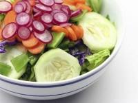 Салат з овочами і фруктами