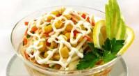 Салат з овочами та кукурудзою
