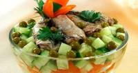 Салат з овочами і шпротами