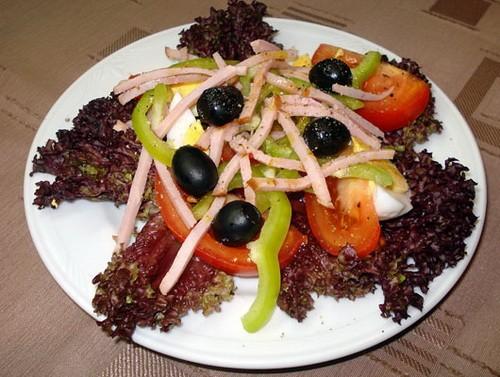 Салат з овочами, яйцями і шинкою «Арагонська»