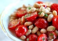 Салат з помідорами чері та квасолею