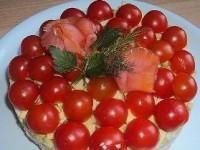 Салат з помідорами чері та креветками