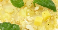 Салат з селерою, ананасом та сиром