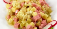 Салат з сиром і ковбасою