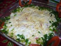 Салат з тунцем, помідорами та сиром «Капітанський»