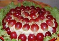 Салат з виноградом і куркою