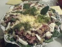 Салат зі шпинатом, тунцем, беконом