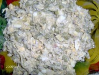 Салат зі шпротами і чорносливом