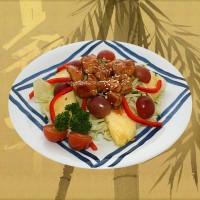 Салат зі свіжими овочами та виноградом