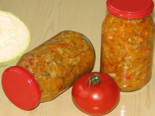 Салат-заготовка з рисом, помідорами, капустою та іншими овочами