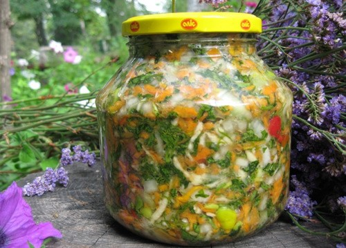 Салат-заготовка «Український» з рожевих і зелених помідорів