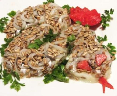 Салат «Змійка» з картоплі, оселедця і насіння