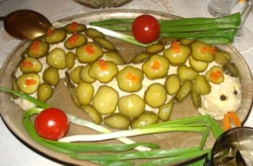 Салат «Змійка» з печерицями, сиром і куркою