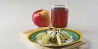 Салатик з яблуками, горіхами і фініками