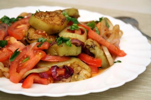 Салати з баклажанів з куркою - прості і смачні рецепти