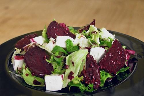 Салати з молодих буряків - рецепти на кожен день