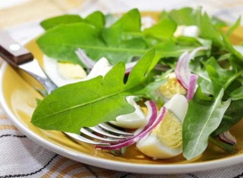 Салати з кульбаби