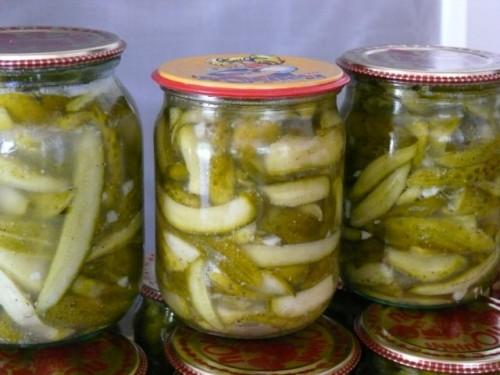 Салати з огірків на зиму - прості і смачні рецепти
