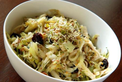 Салати з капустою кольрабі