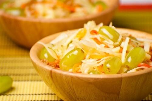 Салати з квашеною капустою: 7 рецептів