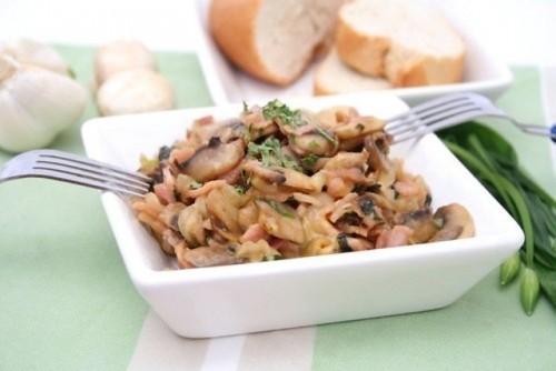 Салати з маринованими печерицями: 5 рецептів