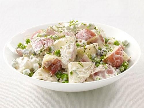 Салати з молодою картоплею в різних кухнях світу