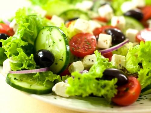 Салати з сиром і овочами: 6 рецептів
